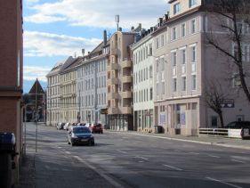 Rödelstraße mit ehemaligem Drogenhaus (2.v.re.)