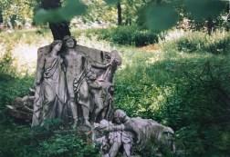 1991: Fundstücke auf dem Alten Johannisfriedhof (Foto: Norbert Lotz)