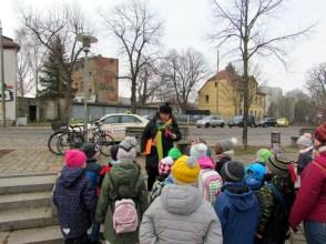 Cornelia Schnoy im Kreise der Kinder