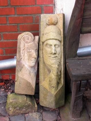 Figuren im Hof des Geyserhauses