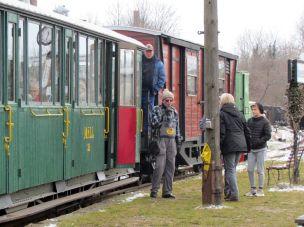 MFLL-Salonwagen (grün) und der neue Waggon aus Rumänien