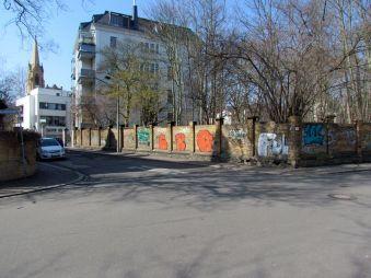 Gohliser Gestrüpp, links die Friedenskirche