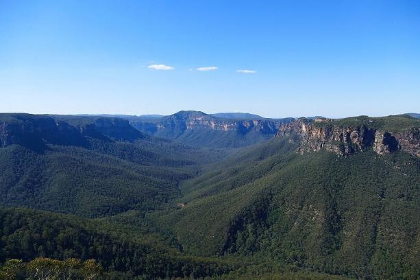 Bei gutem Wetter erstrahlen die Blue Mountains tatsächlich in Blau