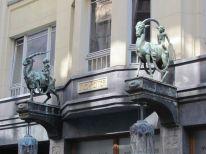 Zwei Reiter, Nikolaistraße
