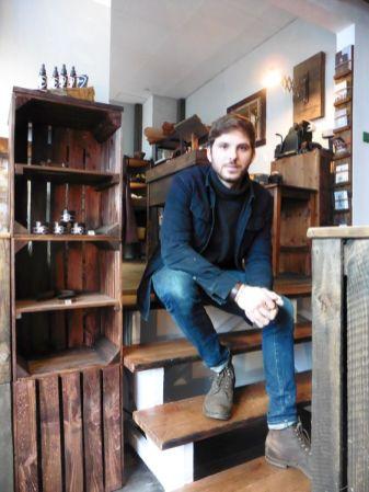 Stephan Weikert in seinem Laden