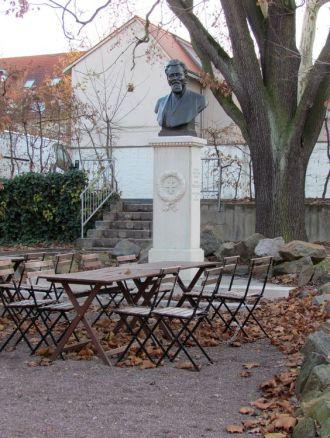 Goetzdenkmal hinter dem Goetzhaus