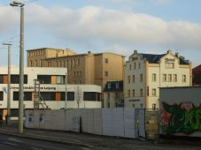 Alte Zahnklinik (hinten) am Bayrischen Platz im Dezember 2012