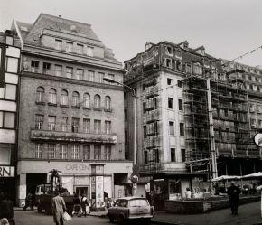 Concentrahaus, Grönländer und ein DDR-Zeitungskiosk Anfang der 1990er (Foto: Norbert Lotz)