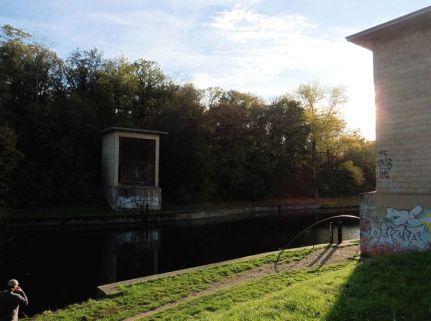 Sperrtore am Kanal