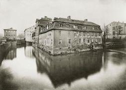 Blick von der Lessingbrücke zur Barfußmühle um 1875 (Foto: Stadtgeschichtliches Museum)