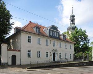 Pfarrhaus und Kirche