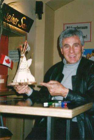 Geschenk für Gojko 2003 in Leipzig (Foto: J.R.)
