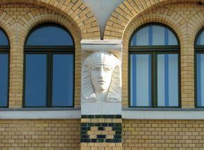 Pharao am Gebäude
