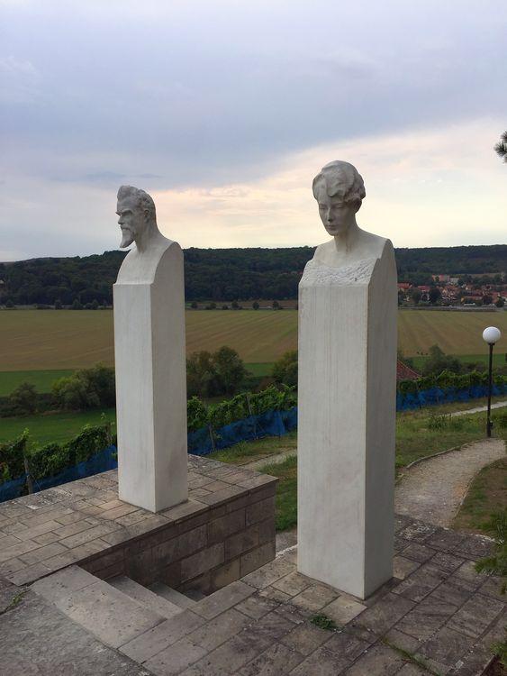 Klingers Grab (mit Frau Gertrud) in Großjena