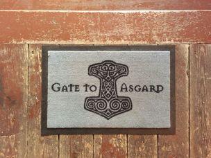 Hinter der Tür warten die Götter