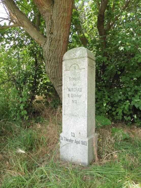 Apelstein am Friedhof Dösen