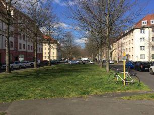 Straße mit Grünstreifen: Gregor-Fuchs-Straße