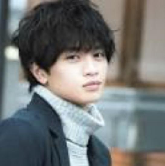 SexyZone セクゾ 中島健人 歴代髪型 人気 茶髪 パーマ 黒髪短髪 画像
