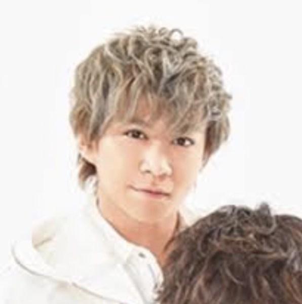千賀健永 かわいい 歴代髪型 まとめ 人気 金髪 黒髪 ロン毛 画像
