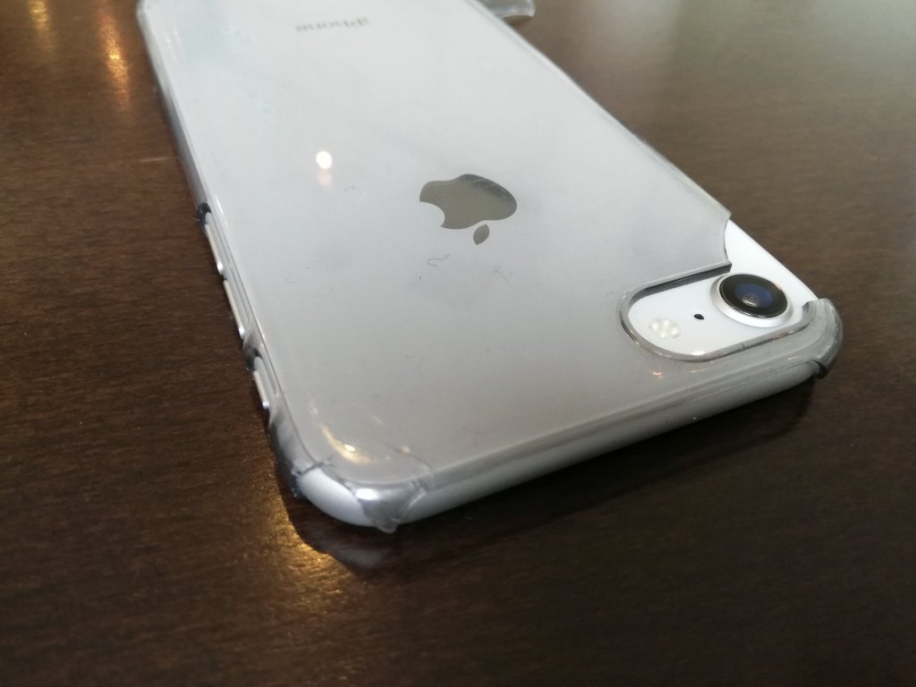iPhoneケースが欠け始めた
