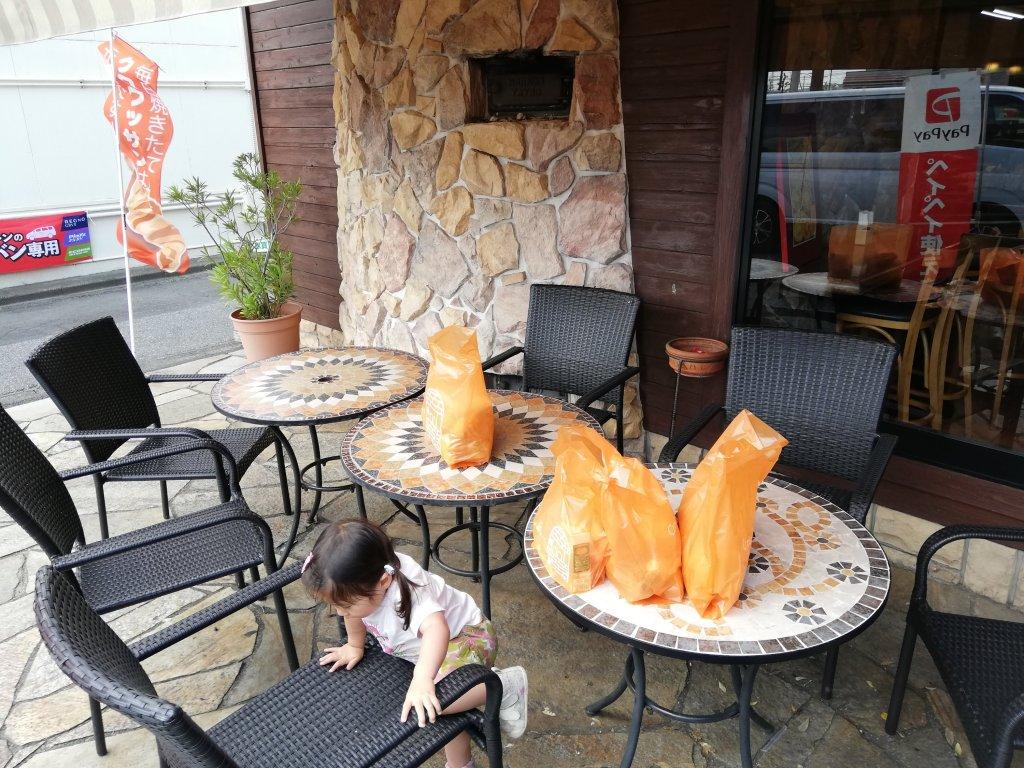 千葉県君津市のパン屋クロワッサンのテラス席