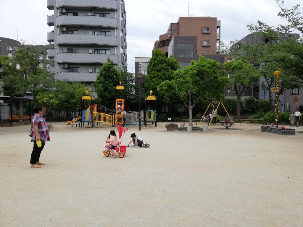 上篠崎4丁目公園の広場