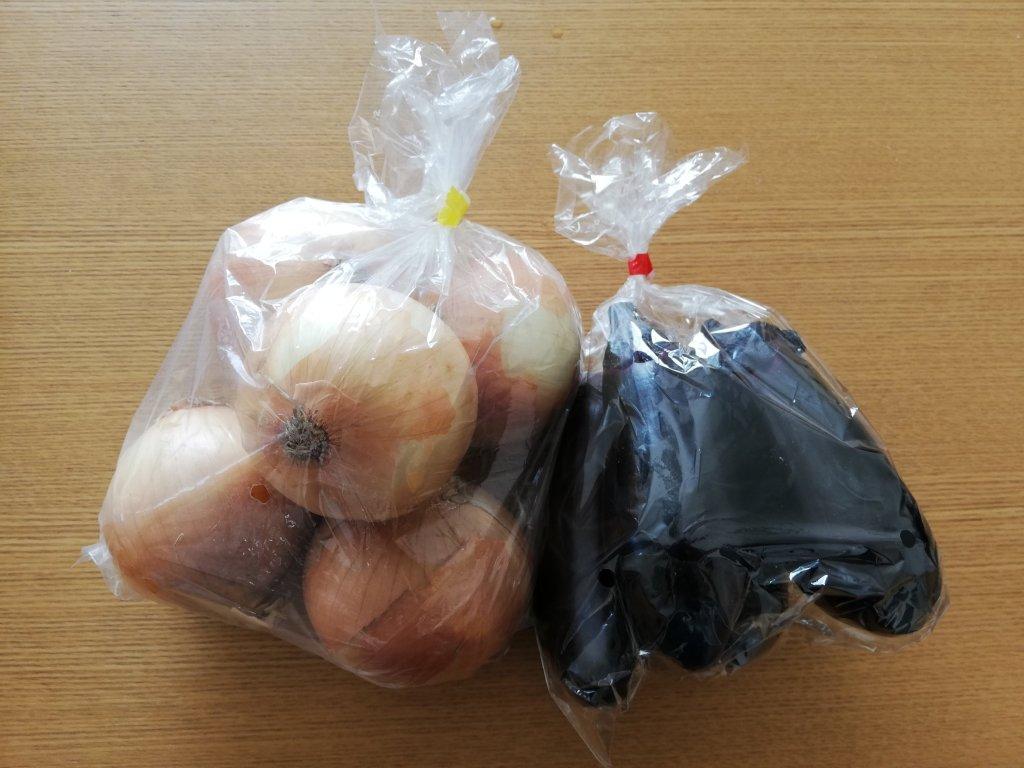 江戸川区新町商店街で購入したナスと玉ねぎ