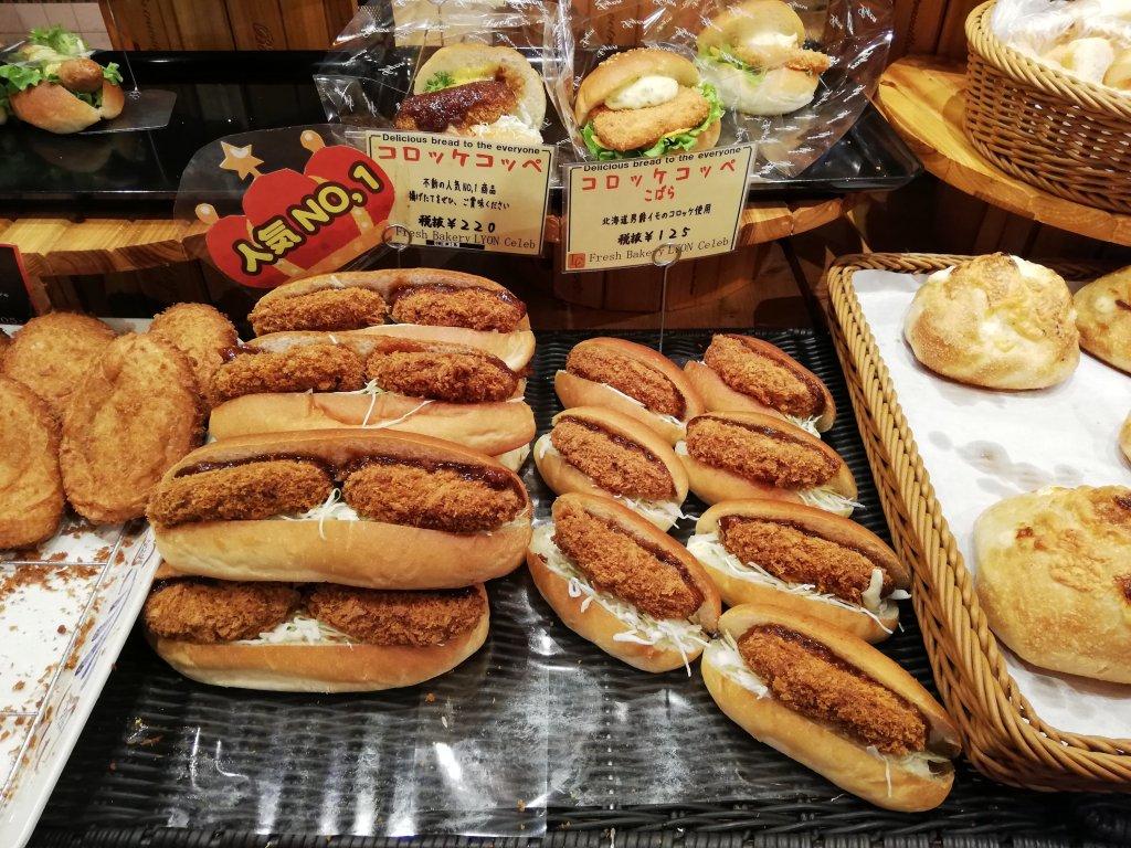 リヨンセレブ鹿骨店のコロッケコッペパン