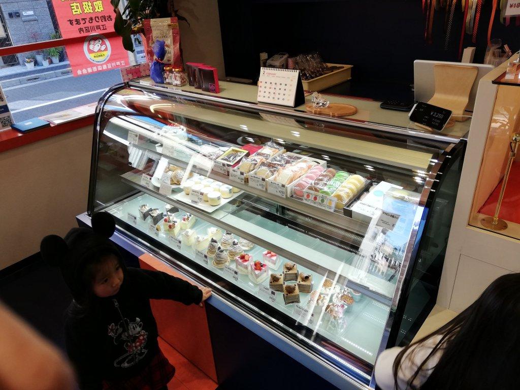 江戸川区瑞江のお菓子屋さんパティスリータクのショウケース