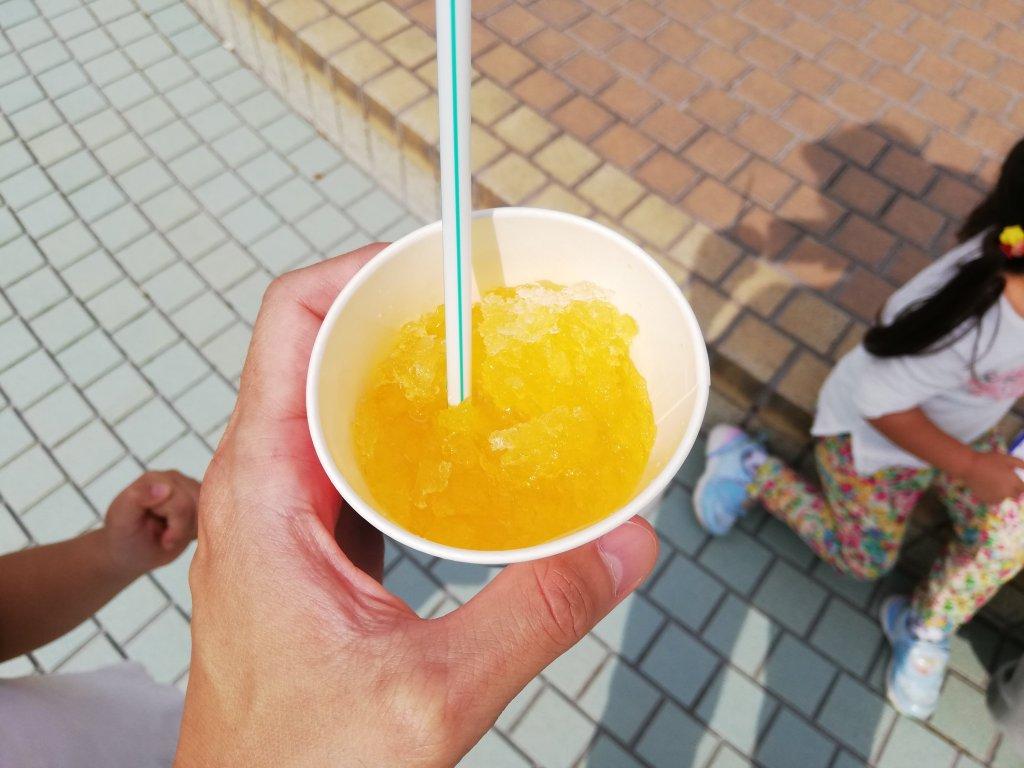 葛飾区北沼交通公園隣の駄菓子屋のかき氷のマンゴー味