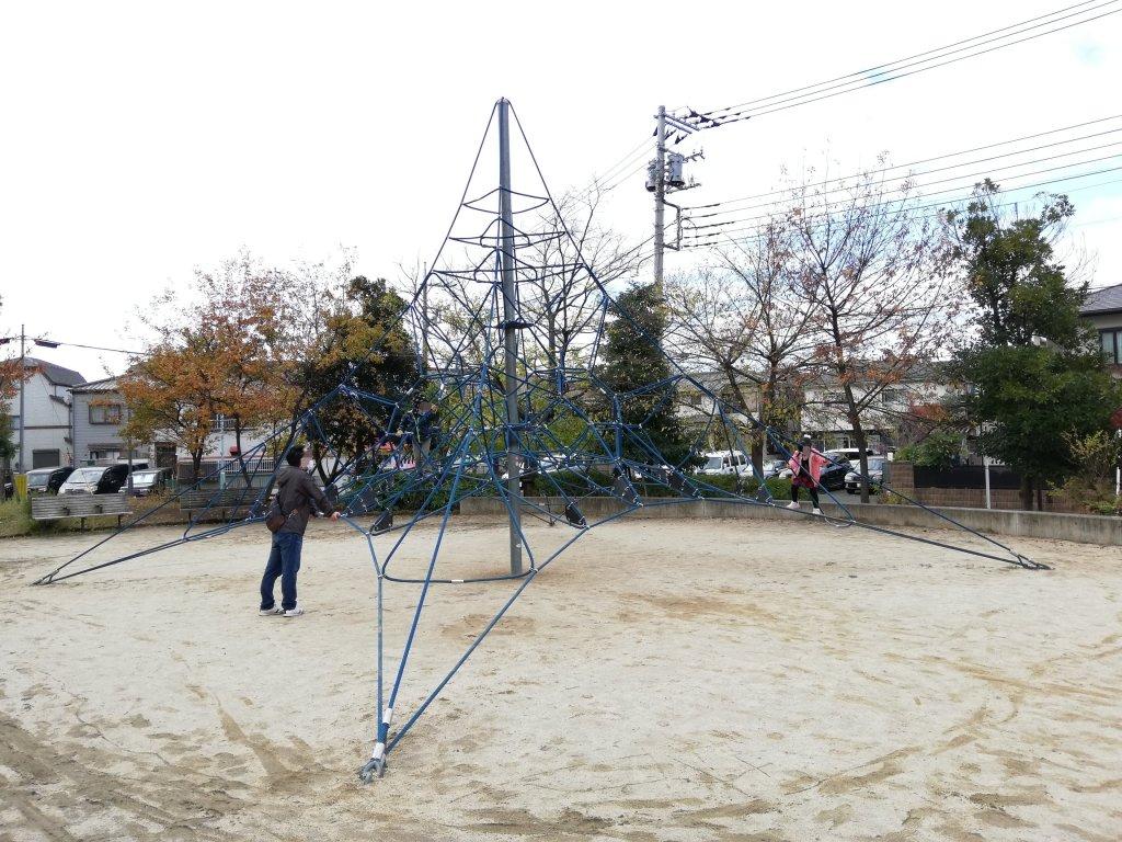 江戸川区下鎌田東公園のザイルクライミング