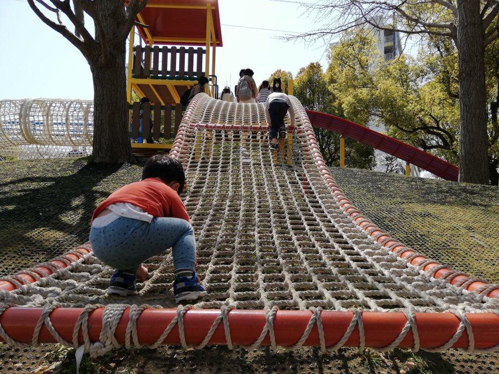 宇喜田さくら公園のロープの遊具