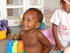 Gellerup skal støtte mindst 100 forældreløse børn