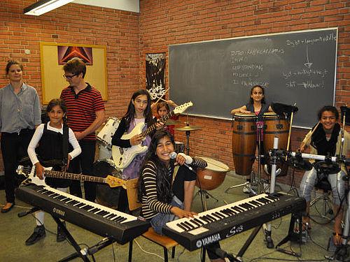 Musikglade piger lærte at spille i band
