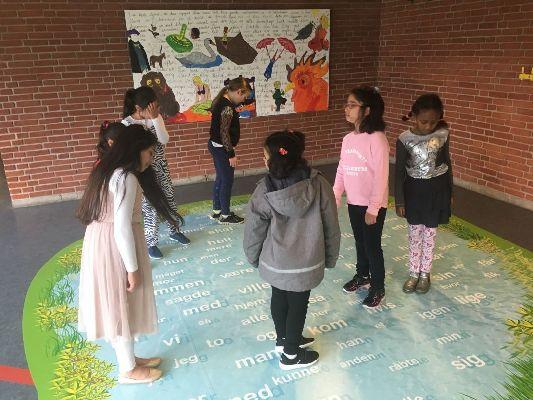 Tovshøjskolen: Hop og lær!
