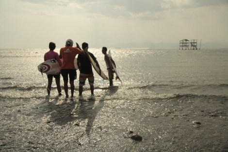 pengarahan dari sang sutradara sebelum kami direlakan masuk ke air