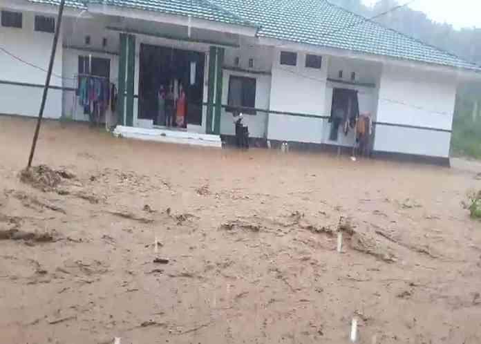 Banjir Bandang Terjang Rumah Sakit Raja Tombolotutu