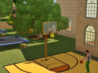 Basketballfeld und Trampoline