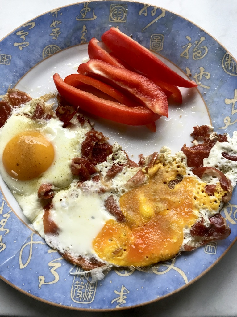 Ham and Eggs mit Paprika
