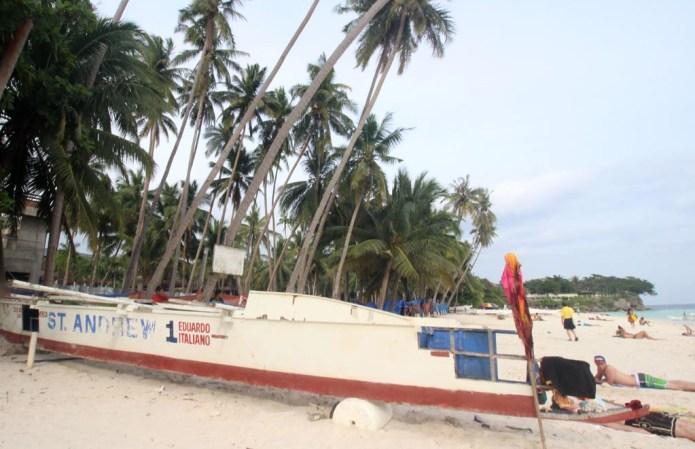 boat on alona beach