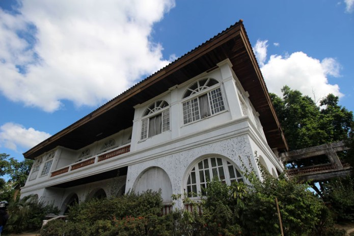 big mansion in the middle of nowhere in tagaytay 2