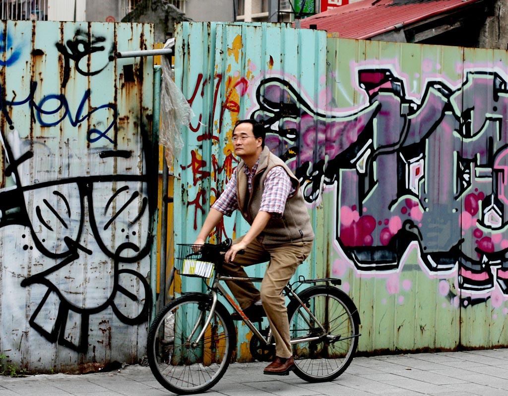 man on bike graffiti taipei
