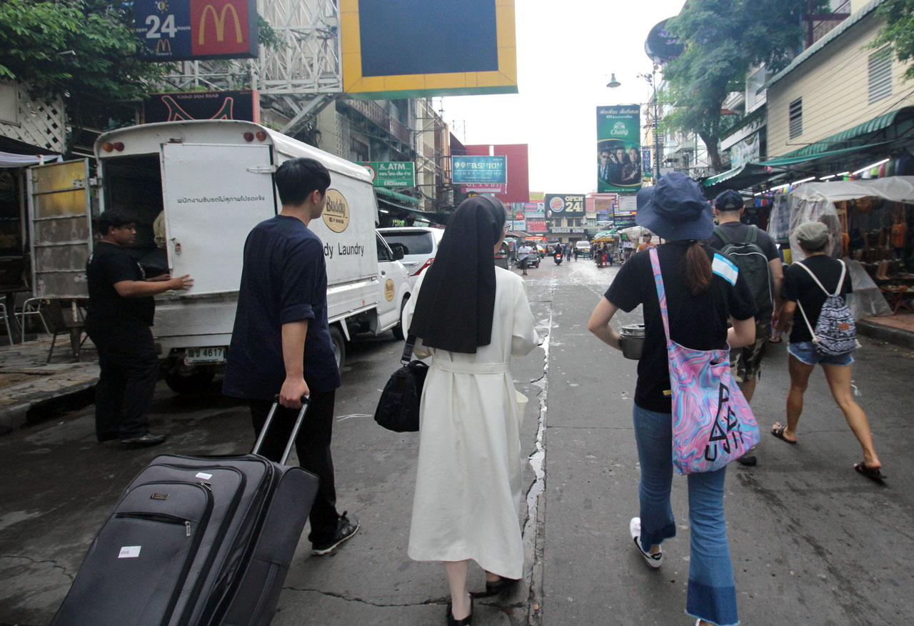 motley crew waling down Khao San Rd