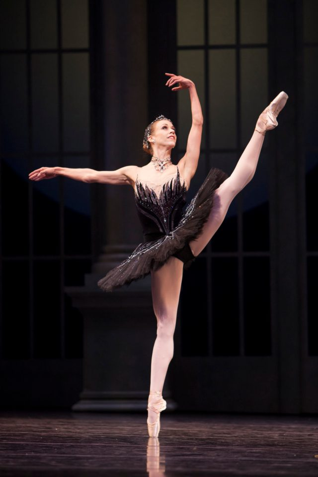 Lesley Rausch as Odile © Angela Sterling