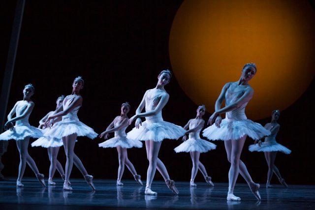 Pacific Northwest Ballet company dancers Swan Lake © Angela Sterling