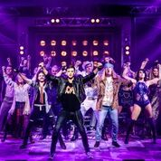 Eah4GN1a - Rock of Ages Smash It At Sunderland Empire
