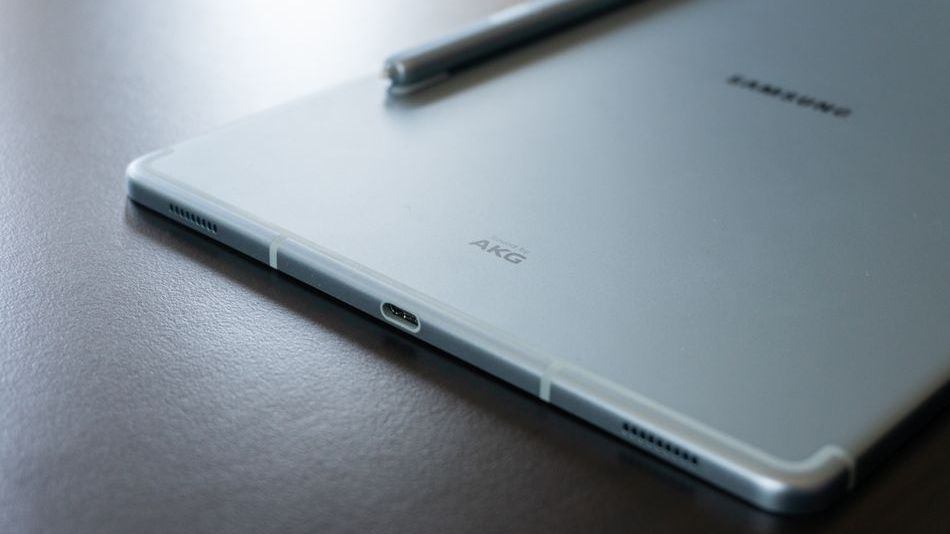 samsung's-next-tablets-will-have-larger-screens-to-compete-with-the-ipad-pro,-report-says