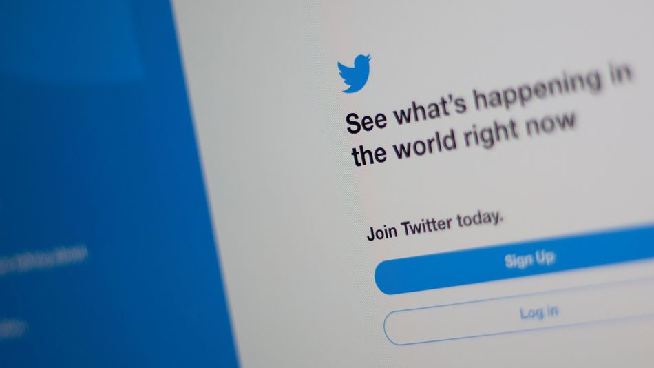twitter-quietly-deletes-millions-of-accounts-from-the-old-text-message-days