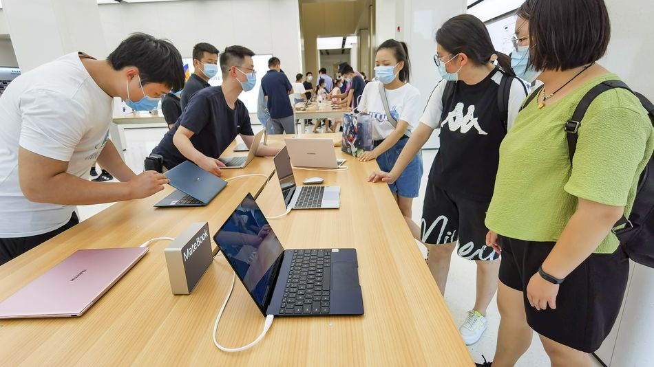 personal-computers-are-once-again-shipping-after-an-earlier-pandemic-fueled-shortage