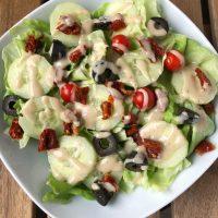 Salat mit Tahini-Ahornsirup-Dressing | vegan
